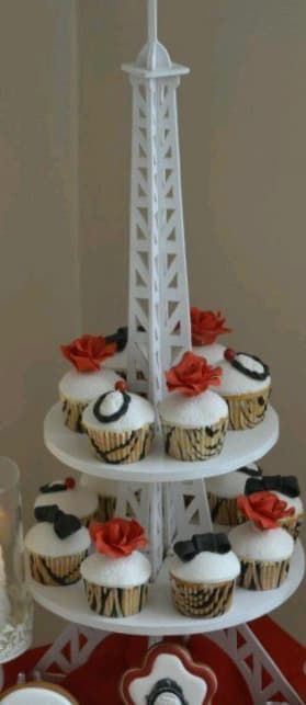 Eiffel Tower Cupcake